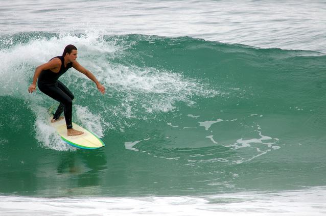 surfing-1166094-638x424